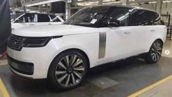 Range Rover 2022 lộ ảnh thực tế trước ngày ra mắt chính thức
