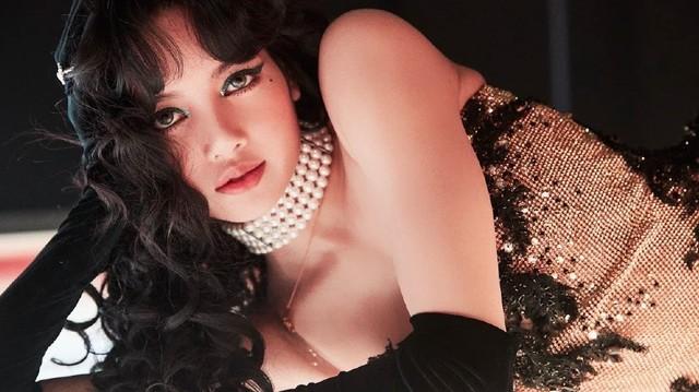 Lisa BLACKPINK gây bất ngờ với hình ảnh ma mị, gợi cảm
