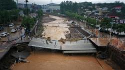 Lũ lụt ở Trung Quốc: Tỉnh Hà Nam 'oằn mình' hứng trọn trận mưa lịch sử 'nghìn năm có một'