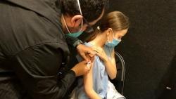 Tiêm vaccine Covid-19 cho trẻ: Nên tiêm Pfizer hay Moderna? Có nguy cơ gặp tác dụng phụ?