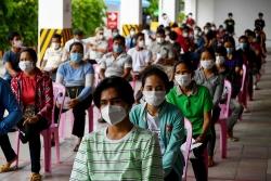 """Covid-19: Malaysia số ca mắc cao chưa từng thấy, Campuchia tiêm chủng theo """"Chiến lược nở hoa"""""""