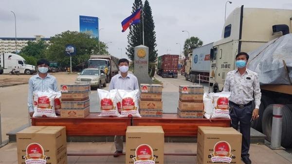 Tổng Lãnh sự quán Việt Nam tại Preah Sihanouk hỗ trợ bà con có hoàn cảnh khó khăn tại Campuchia
