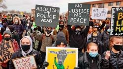 Vụ cảnh sát Mỹ bắn tử vong công dân da màu: Cơn giận dữ dâng cao bất chấp giới nghiêm, Tổng thống Biden gọi 'thảm kịch'