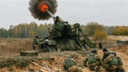Miền Đông Ukraine: Nga ồ ạt kéo quân đến biên giới, Ukraine không 'kém miếng', cho quân pháo kích tiền tuyến