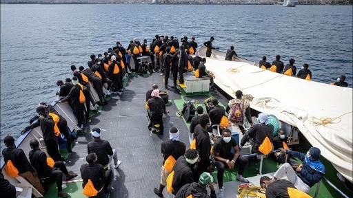 Vấn đề người di cư: Hơn 1.400 người cập bến Lampedusa của Italy