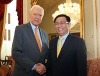 Phó Thủ tướng Vương Đình Huệ làm việc với Chủ tịch Thượng viện tạm quyền Orrin Hatch