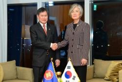 Ngoại trưởng Hàn Quốc thảo luận với Tổng Thư ký ASEAN về hợp tác chống Covid-19
