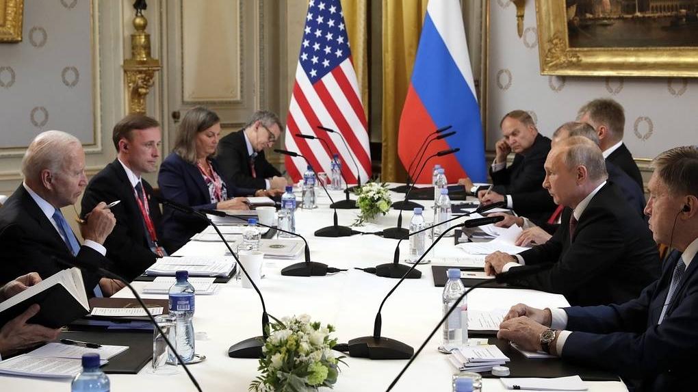 Thượng đỉnh Nga-Mỹ: Tia hy vọng bên bờ vực thẳm