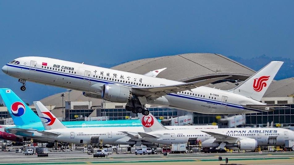 Hàng không Mỹ-Trung Quốc 'ăn miếng trả miếng' vì...Covid-19