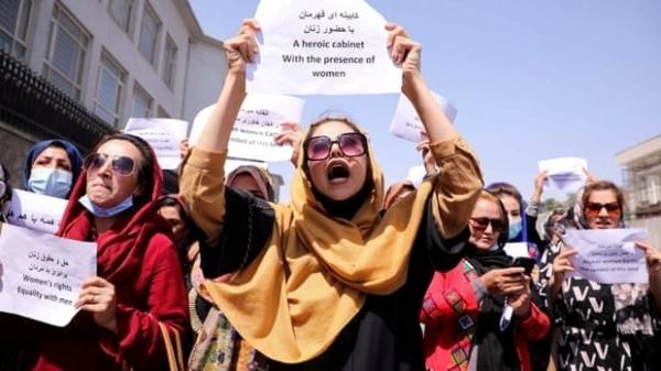 Afghanistan: Taliban đình chỉ công việc của đội ngũ nhân viên nữ, gạch tên Bộ Phụ nữ?