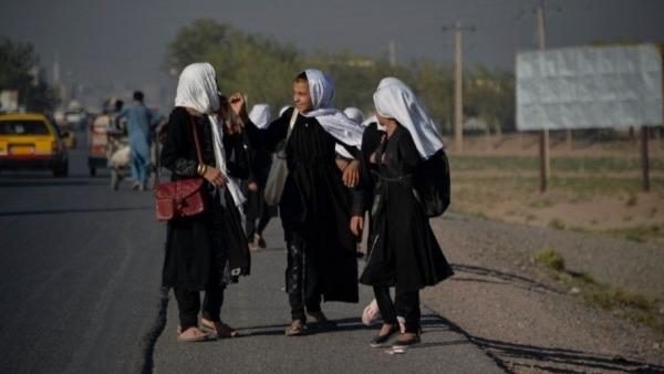 Afghanistan: Taliban cho phép trẻ em gái quay trở lại trường học... sớm nhất có thể