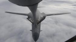 Máy bay ném bom Mỹ diễu qua Biển Đen; Tổng thống Ukraine nhấn mạnh tầm quan trọng của Washington
