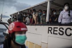 Đắm thuyền chở người di cư châu Phi ngoài khơi Italy, 23 người thiệt mạng và mất tích