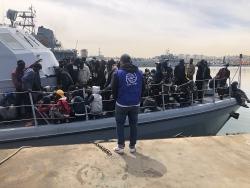 Gần 500 người di cư trái phép bị bắt giữ ngoài khơi Libya
