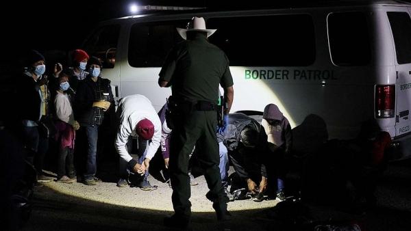 Mỹ lại đau đầu với nạn di cư - số người nhập cư trái phép bị bắt giữ tăng vọt