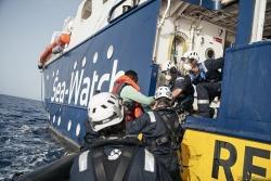 Sea Watch giải cứu 450 người di cư trên biển, gần một nửa là trẻ em