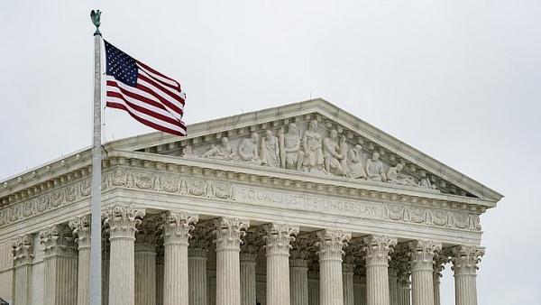 Tòa án Tối cao Mỹ nói 'không' với 'thẻ xanh' cho người nhập cảnh trái phép