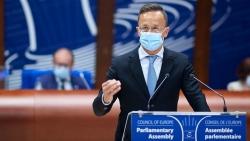 Ngoại trưởng Hungary: Đại dịch Covid-19 'tương hỗ' vấn nạn di cư