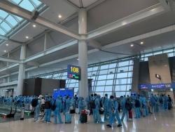 Thêm chuyến bay đưa hơn 300 công dân Việt Nam từ Canada và Hàn Quốc về nước an toàn