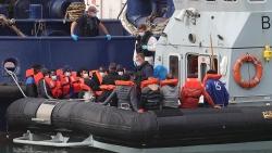 'Nóng ruột' vì nạn vượt biên trái phép, Anh thắt chặt biện pháp hạn chế nhập cư qua Eo biển Manche