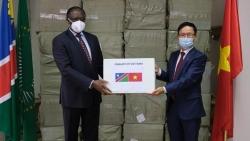 Dịch Covid-19: Người Việt tại Nam Phi hỗ trợ khẩu trang cho Namibia và Botswana