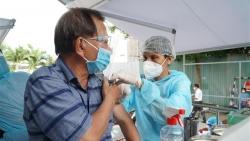Người trên 65 tuổi, người có bệnh mạn tính có nên tiêm vaccine Covid-19?