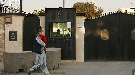 Tình hình Afghanistan: Anh đẩy nhanh việc sơ tán, Đại sứ tối nay rời khỏi Kabul