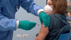 Covid-19: Thêm hai nước quyết định tiêm vaccine mũi thứ 3