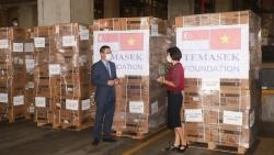 Tiếp nhận lô hàng đầu tiên do Quỹ Temasek hỗ trợ Việt Nam phòng chống dịch Covid-19