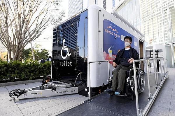 Nhật Bản giới thiệu nhà vệ sinh di động dành cho người ngồi xe lăn