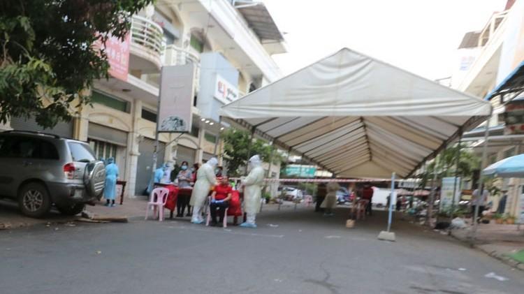 Campuchia: Nguy cơ bùng phát dịch Covid-19 ở nhiều địa phương, Sihanoukville bị ảnh hưởng nặng nề