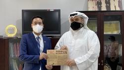 Đại sứ Ngô Toàn Thắng gặp Tổng biên tập báo Kuwait Times