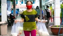 TP. Hồ Chí Minh nỗ lực đưa tiền hỗ trợ sớm đến tay người dân