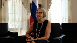 Phu nhân Đại sứ Nga: Thế giới công nhận vẻ đẹp của áo dài Việt Nam