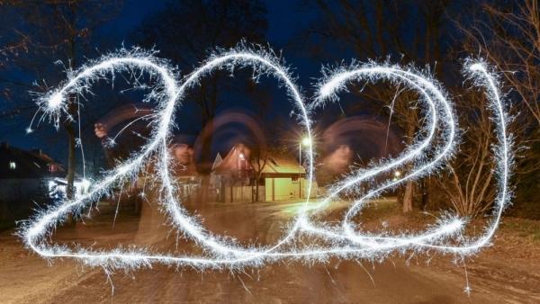 Thế giới bước vào năm mới 2021: Thời gian và thế sự