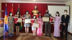 Trao tặng kỷ niệm chương 'Vì hòa bình, hữu nghị giữa các dân tộc' cho các nhà báo Brazil