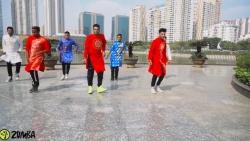 Những chàng trai Ấn Độ mặc áo dài, nhảy zumba bài hát Việt