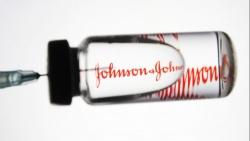 Vaccine Covid-19: Johnson & Johnson dính 'phốt' về chất lượng; sản phẩm của Moderna bị nghi ngờ liên quan chứng viêm tim