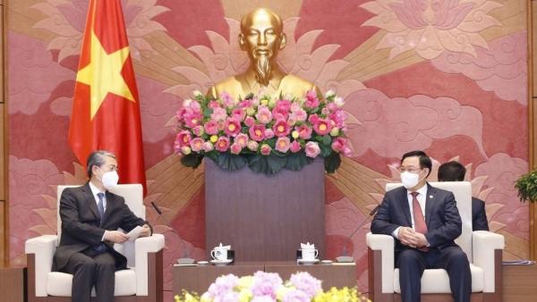 Chủ tịch Quốc hội Vương Đình Huệ tiếp Đại sứ Trung Quốc tại Việt Nam