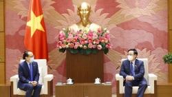 Chủ tịch Quốc hội Vương Đình Huệ tiếp Đại sứ Campuchia tại Việt Nam
