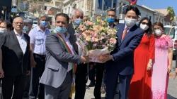Đại sứ quán Việt Nam tại Algeria dâng hoa kỷ niệm 131 năm ngày sinh Chủ tịch Hồ Chí Minh