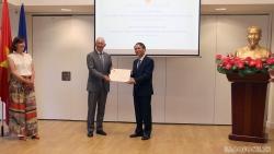 Trao quyết định bổ nhiệm Lãnh sự danh dự Việt Nam tại Rotterdam, Hà Lan