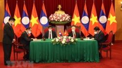 Tổng Bí thư Nguyễn Phú Trọng và Tổng Bí thư, Chủ tịch nước Thongloun Sisoulith chứng kiến Lễ ký kết văn kiện hợp tác giữa Việt Nam-Lào