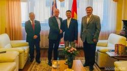 Đại sứ Nguyễn Tuấn làm việc với Chủ tịch Đảng Cộng sản Slovakia