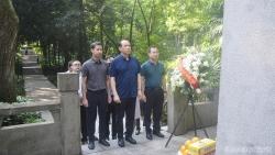 Tổng Lãnh sự quán Việt Nam tại Quảng Châu viếng mộ Liệt sỹ Phạm Hồng Thái