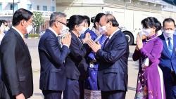 Chủ tịch nước Nguyễn Xuân Phúc đến thủ đô Vientiane, bắt đầu thăm hữu nghị chính thức CHDCND Lào