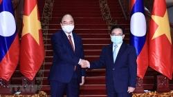 Chủ tịch nước Nguyễn Xuân Phúc hội kiến Thủ tướng Phankham Viphavanh, thăm nguyên Lãnh đạo Đảng, Nhà nước Lào