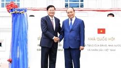 Vun đắp tình anh em Việt-Lào, cùng chia sẻ một tương lai chung