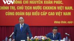 Chủ tịch nước gặp gỡ cán bộ Đại sứ quán và đại diện cộng đồng, doanh nghiệp Việt Nam tại Lào