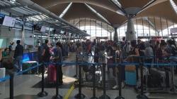 Chuyến bay đưa hơn 290 công dân Việt Nam từ Malaysia về nước, hạ cánh ở Tân Sơn Nhất